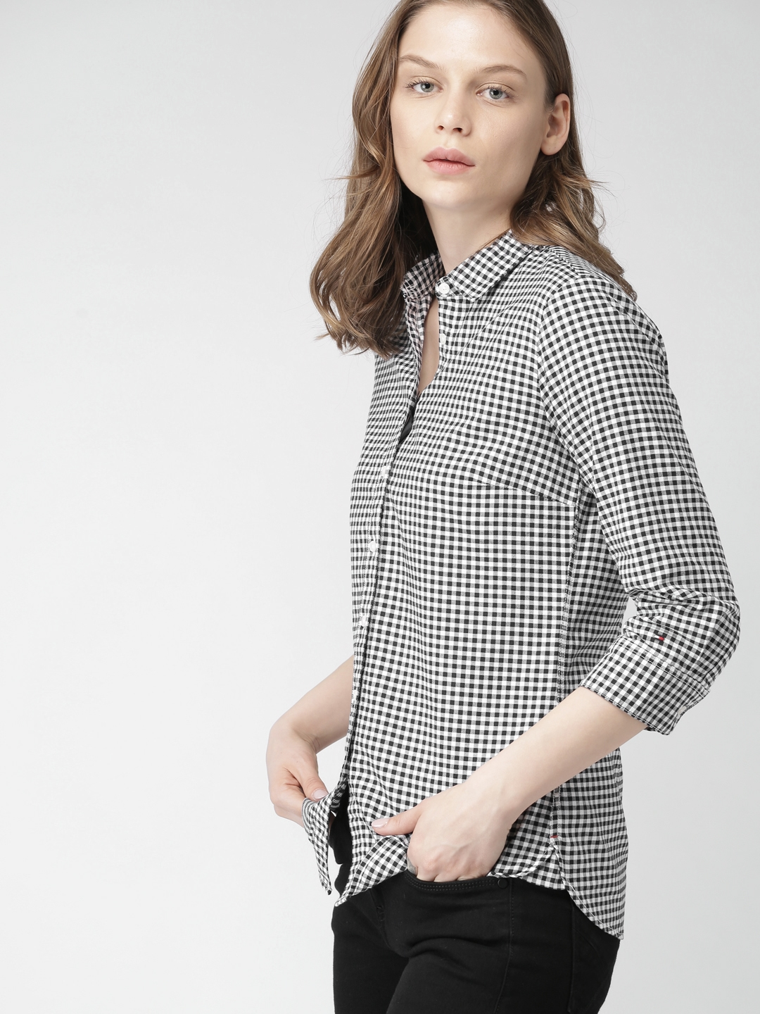 ff7ae0996 Buy Tommy Hilfiger Women White & Navy Blue Slim Fit Checked Casual ...