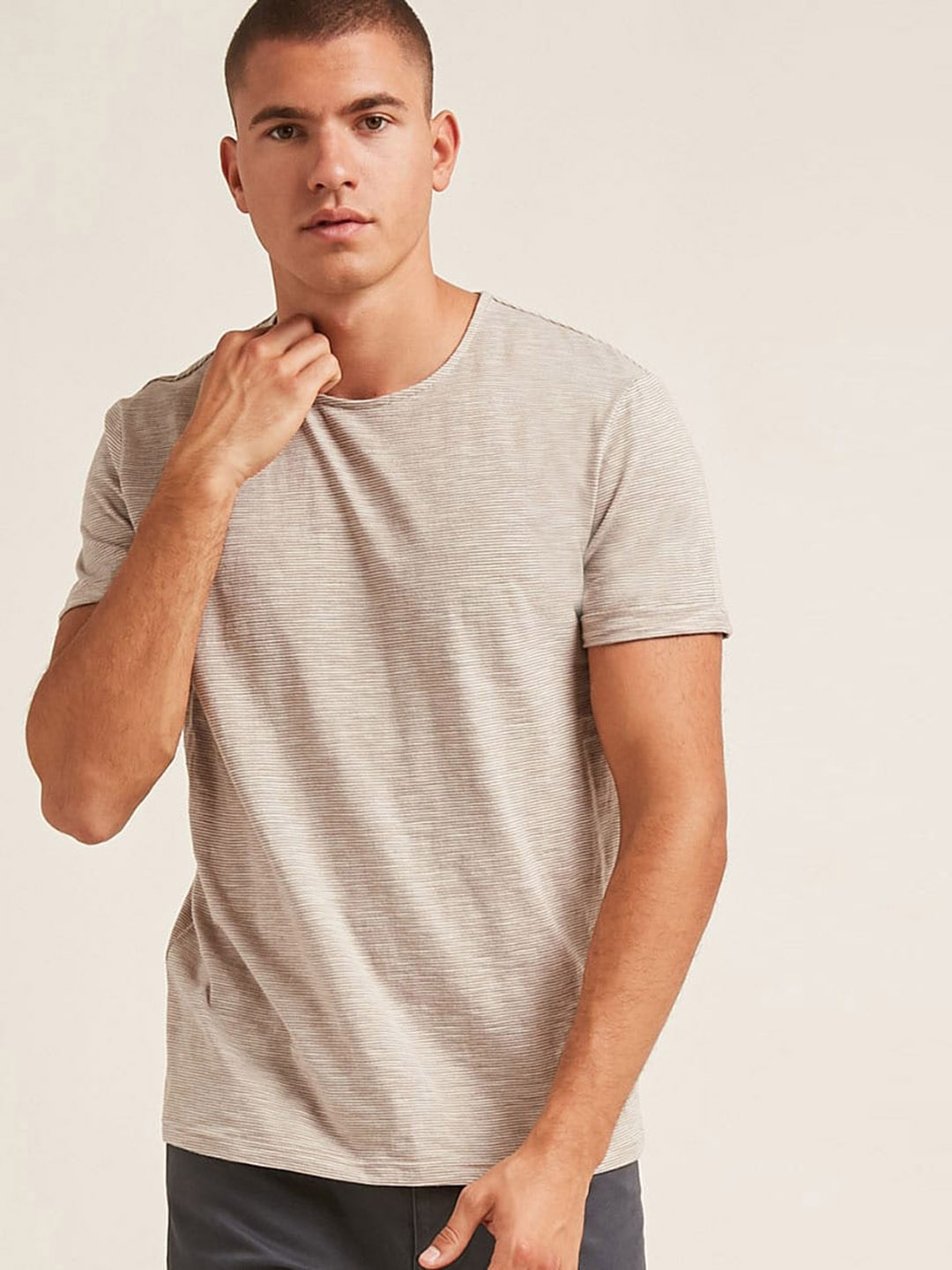 1ab40c175823 Buy FOREVER 21 Men Taupe & Off White Striped Round Neck T Shirt ...