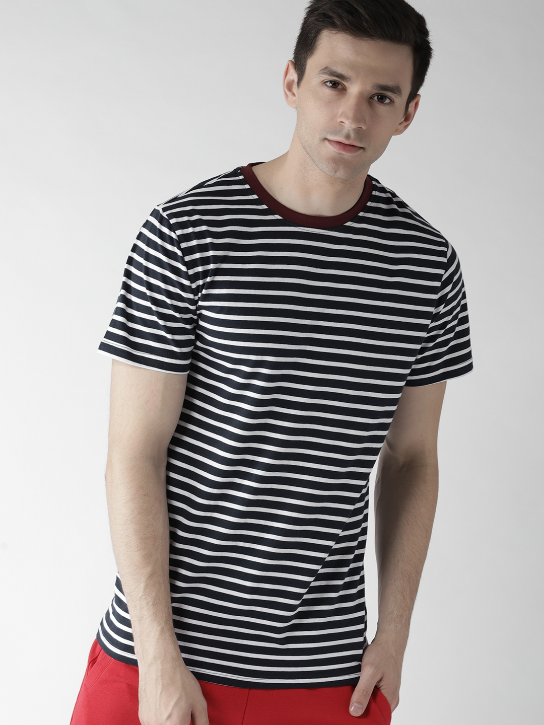 40c25949004a Buy FOREVER 21 Men Navy Blue Striped Round Neck T Shirt - Tshirts ...
