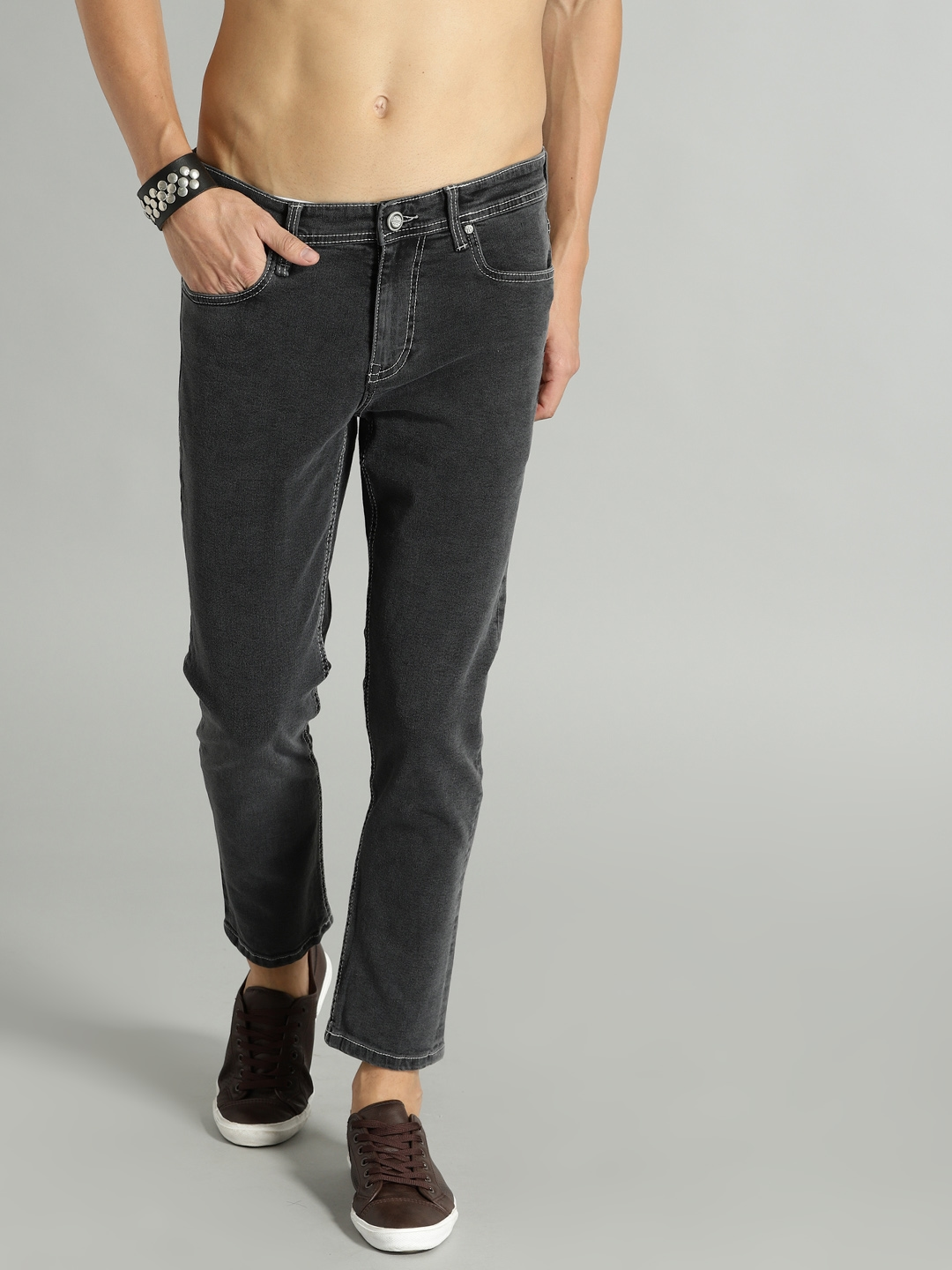504c368c4bf Roadster Men Black Carrot Regular Fit Mid-Rise Clean Look Stretchable Jeans