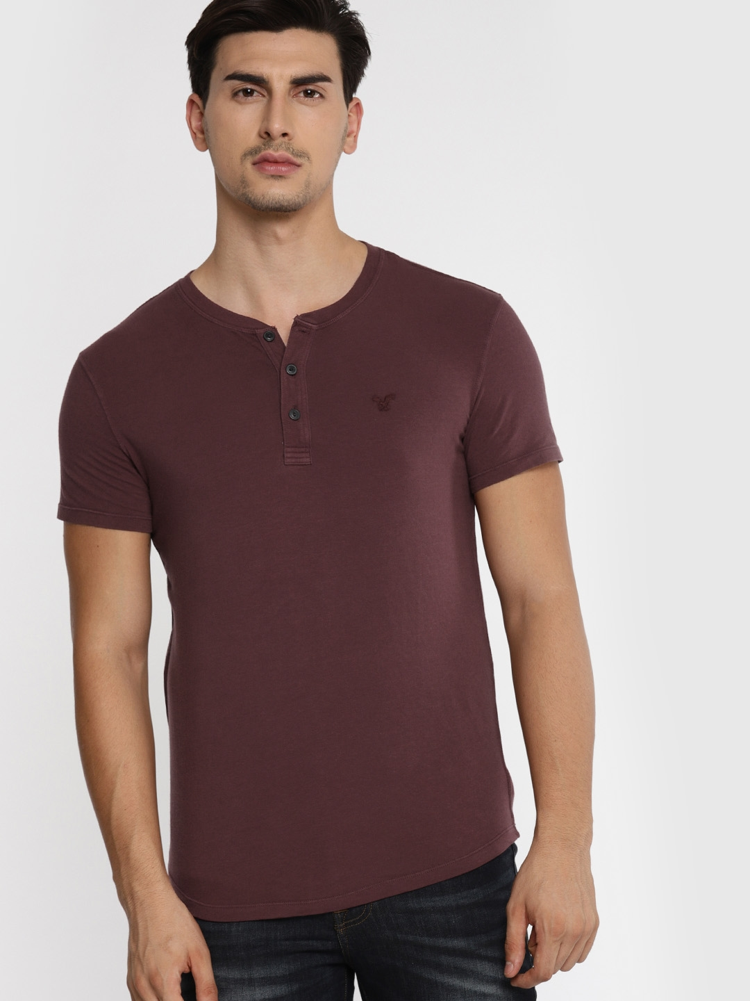 ec1ed078 Buy AMERICAN EAGLE OUTFITTERS Men Burgundy Solid Henley Neck T Shirt ...