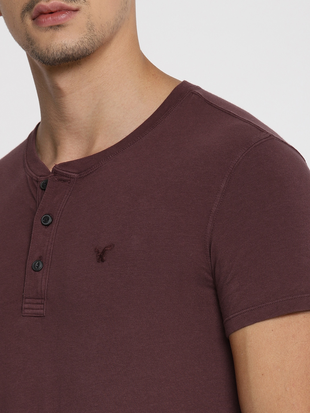e86ffe40 Buy AMERICAN EAGLE OUTFITTERS Men Burgundy Solid Henley Neck T Shirt ...