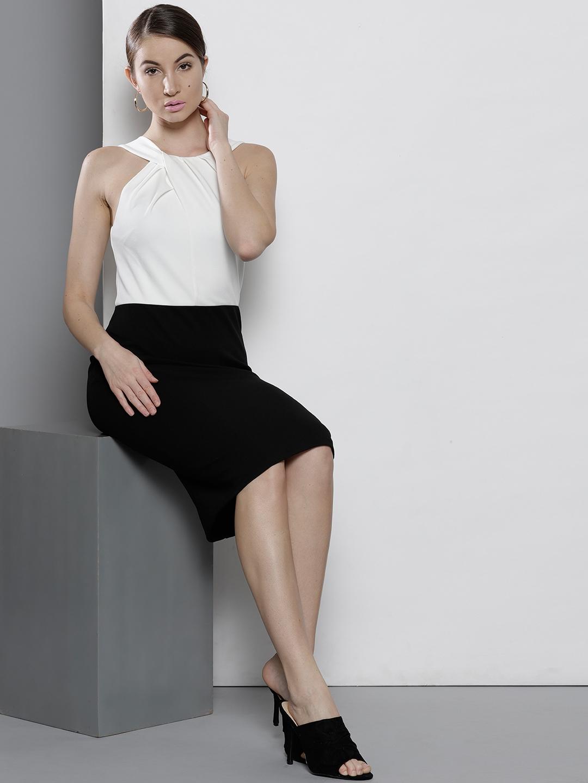 8a41a436cc280 Buy DOROTHY PERKINS Women Black & White Colourblocked Sheath Dress ...