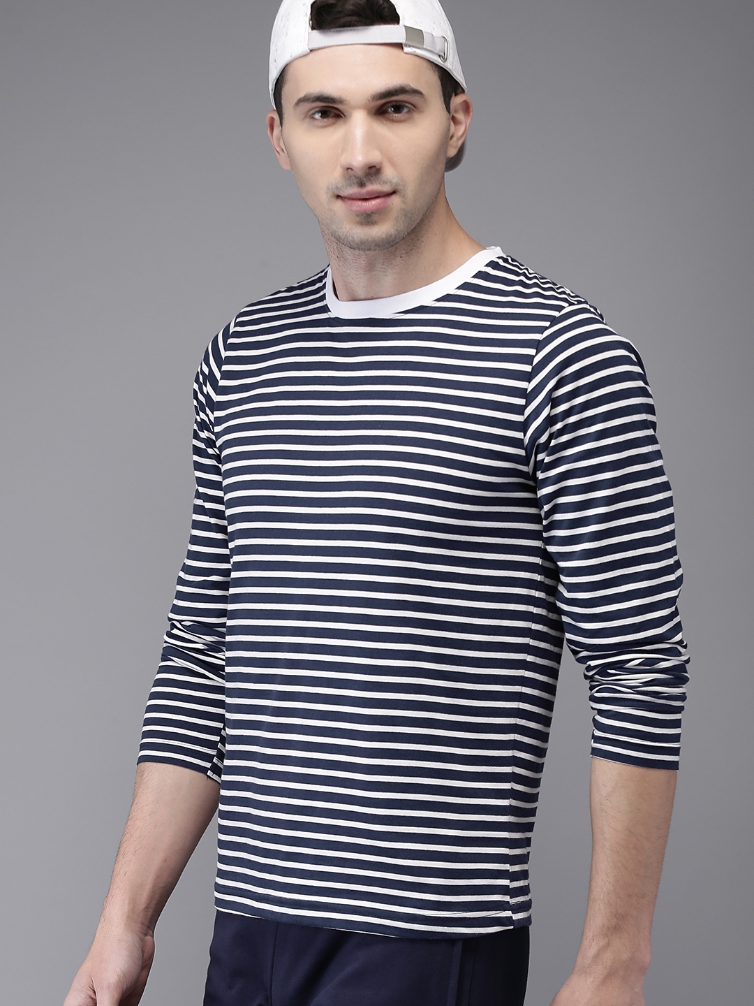 53dc8c93b48 Buy HERE NOW Men Navy Blue   White Striped Round Neck T Shirt ...