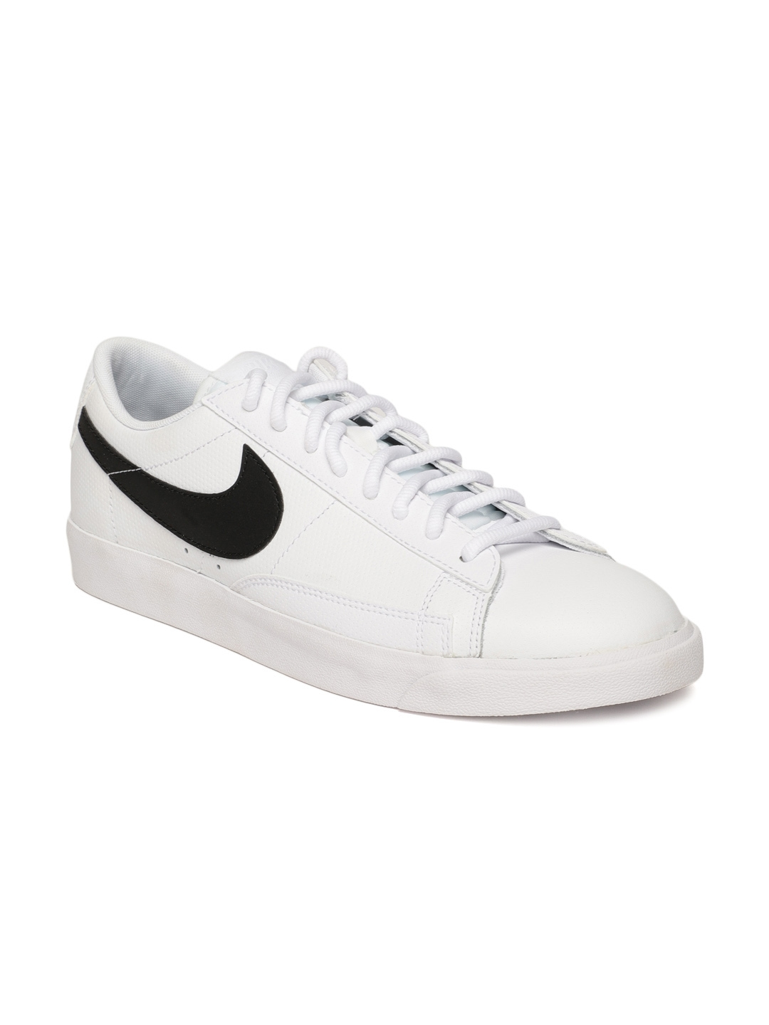 new arrival dac40 73de3 Nike Men White Blazer Low Leather Casual Shoes