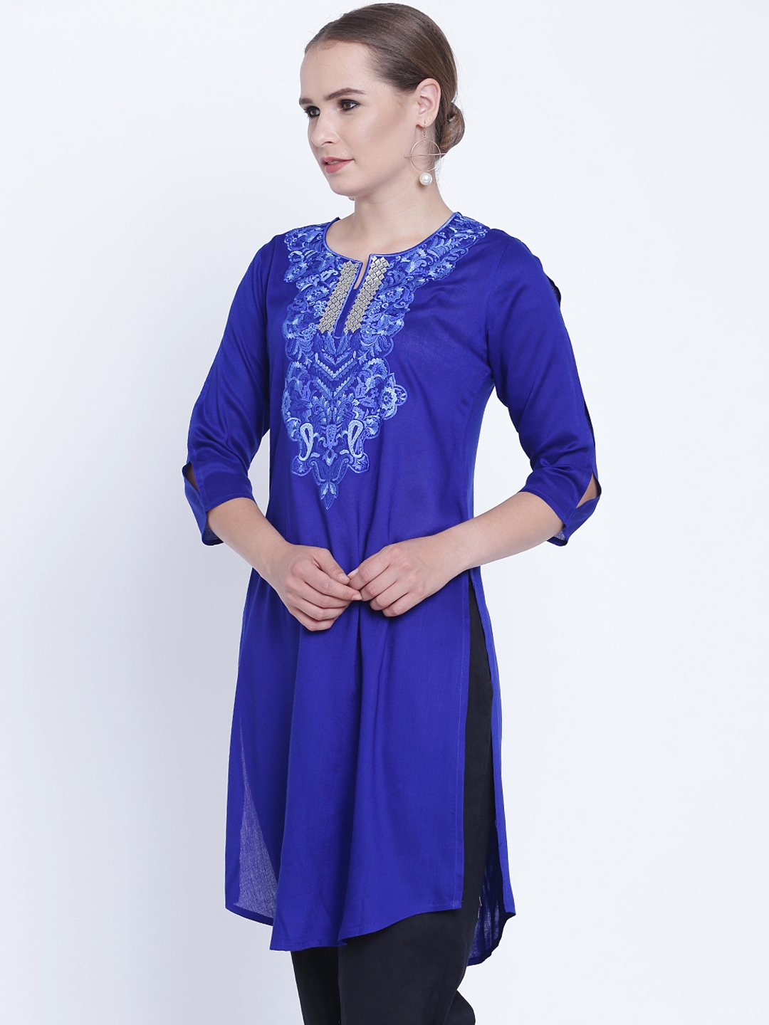 Ruhanne Women Blue Embroidered Kurti