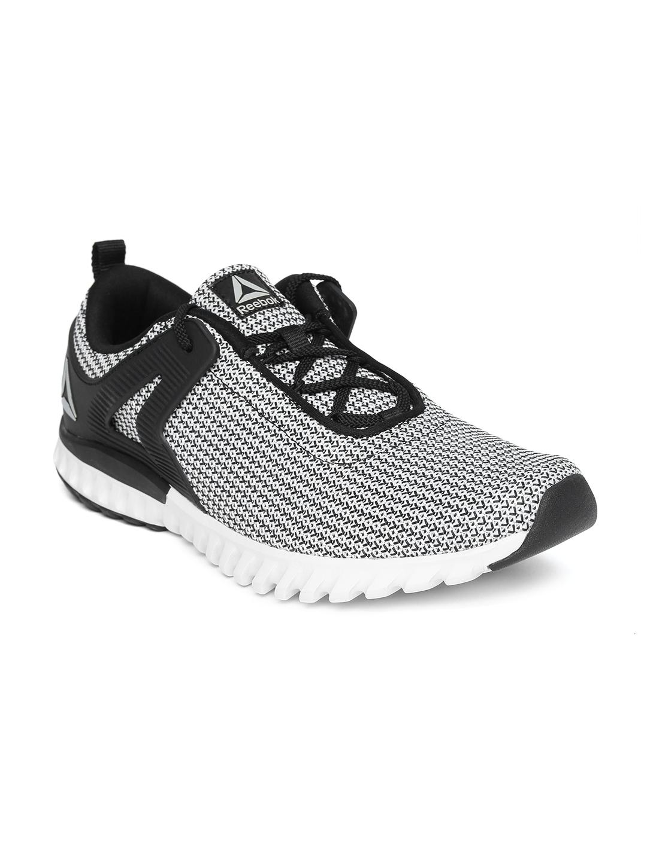 the best attitude 547d4 1ba8b Reebok Men Black   White Woven Design GLIDE RUNNER LP Running Shoes