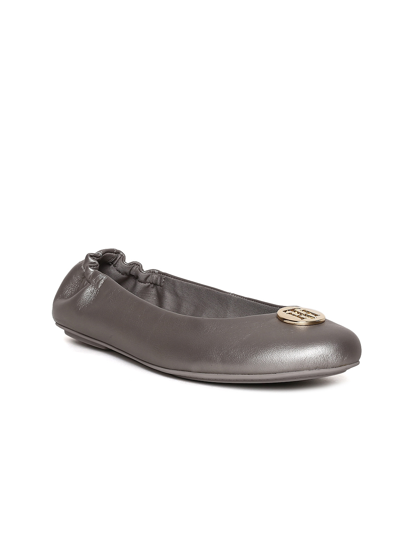 8d64c71918608d Buy Tommy Hilfiger Women Gunmetal Toned Solid Leather Ballerinas ...