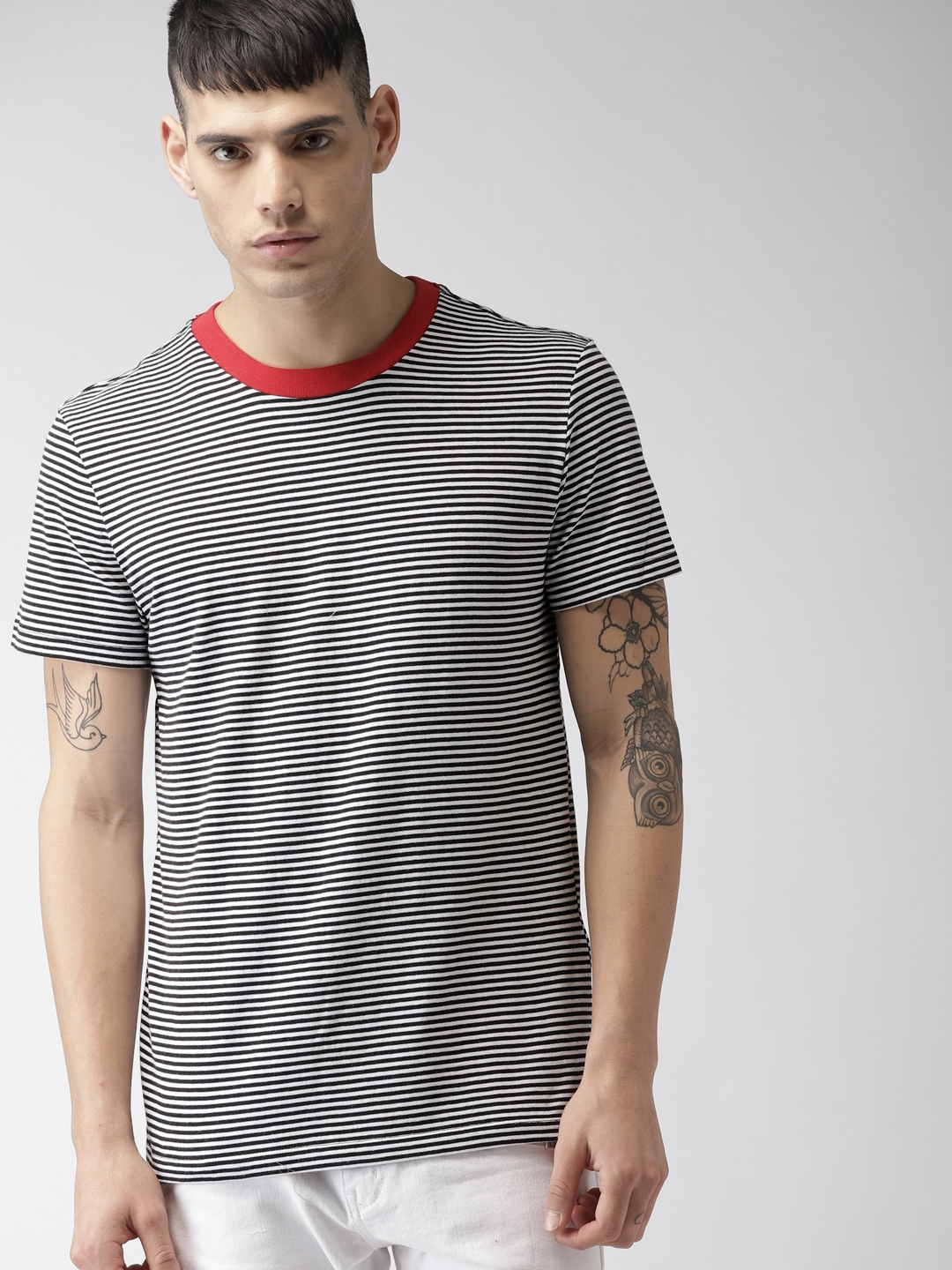cc9e818acce4 Buy FOREVER 21 Men White & Black Striped Round Neck T Shirt ...