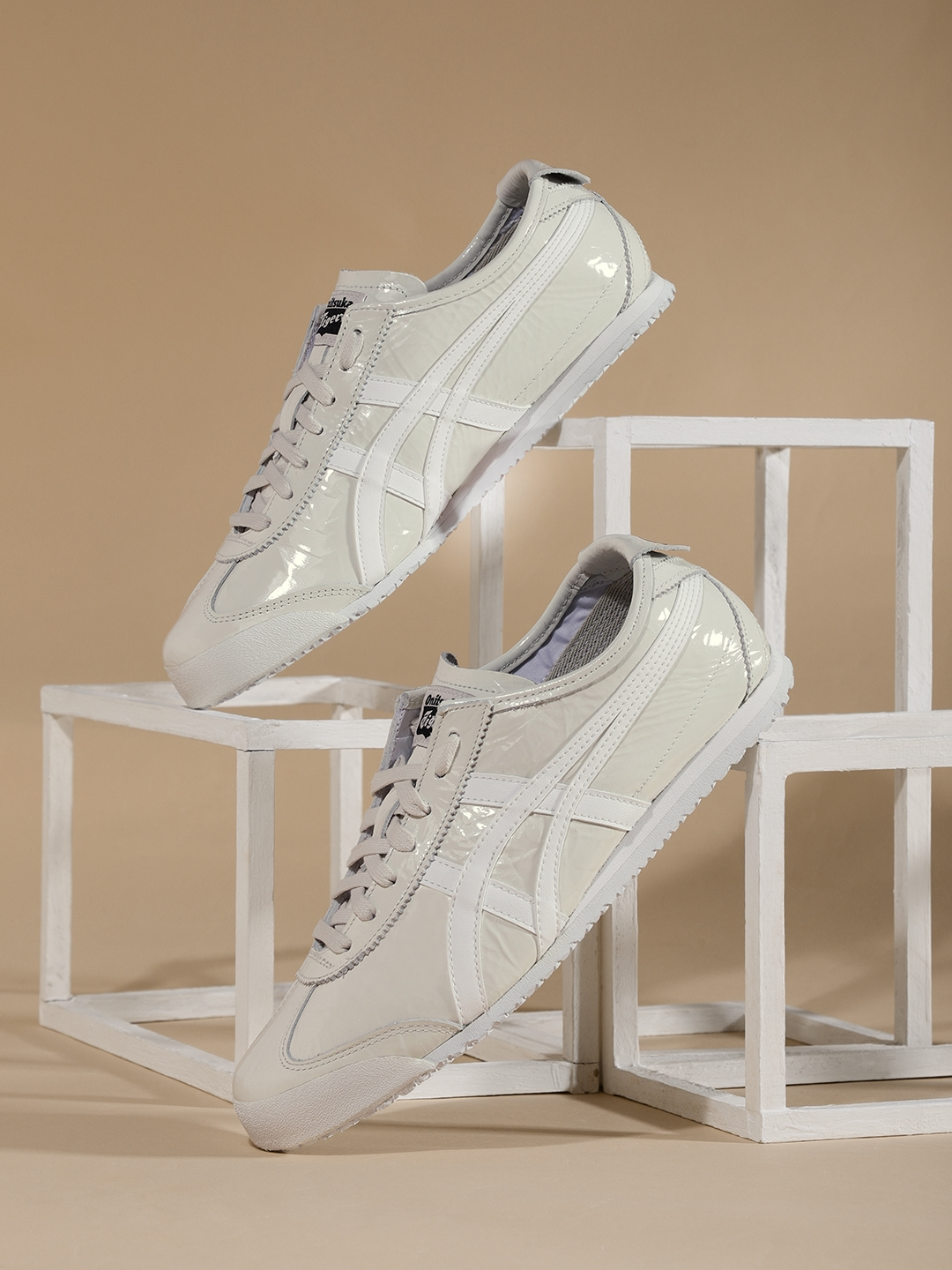 huge selection of d29fa c5b4b Onitsuka Tiger Women MEXICO 66 Off-White Leather Sneakers