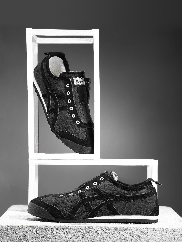 sale retailer 2ff20 1db91 Onitsuka Tiger Women Black Mexico 66 Slip-On Sneakers