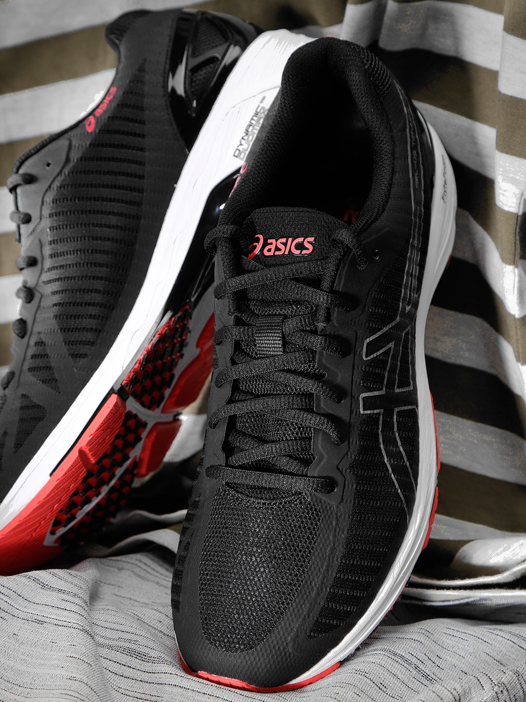 sports shoes 169cb a05eb ASICS Men Black Gel-DS Trainer 23 Running Shoes