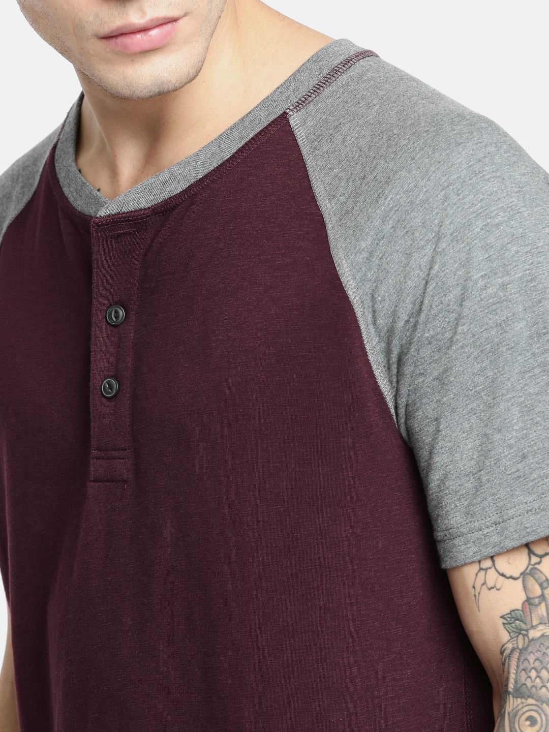 42c58439 Buy AMERICAN EAGLE OUTFITTERS Men Maroon Solid Henley Neck T Shirt ...