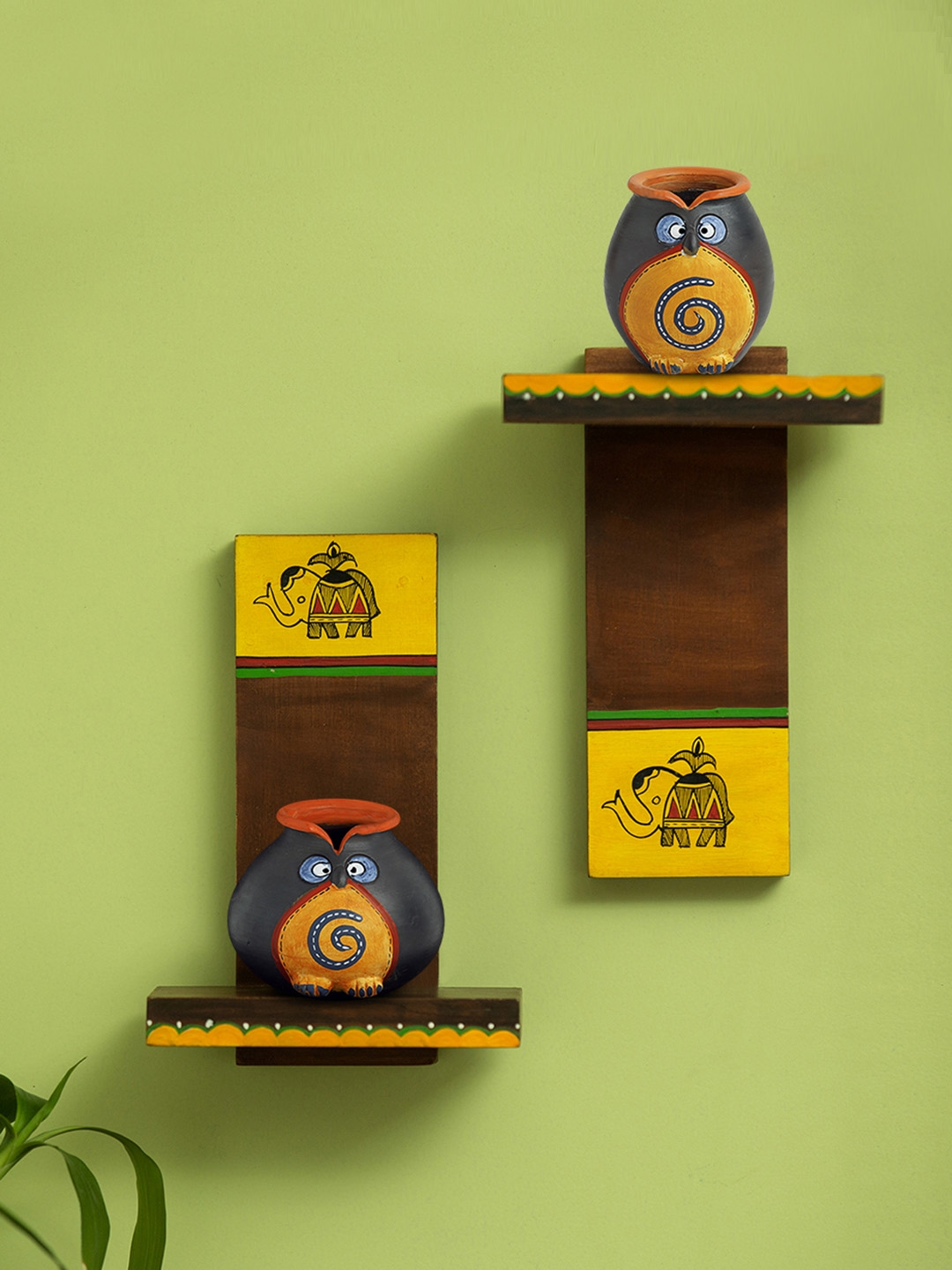 ExclusiveLane Set of 2 Brown Handcrafted Terracotta Owl Face Pots   Wooden Wall Shelves