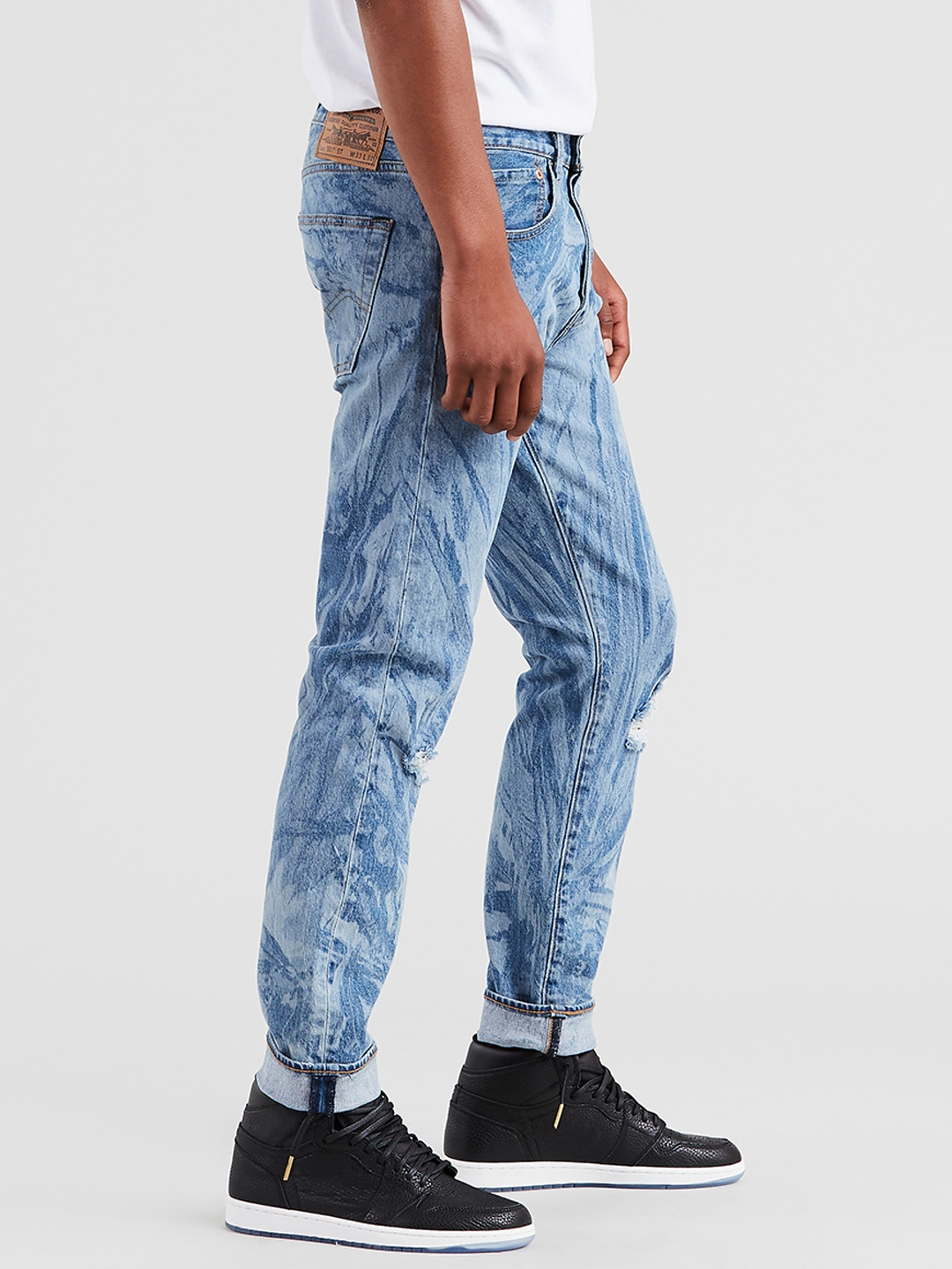 e5c96a9a79ed Buy Levis X Justin Timberlake Men Blue Printed Tapered Mildly ...