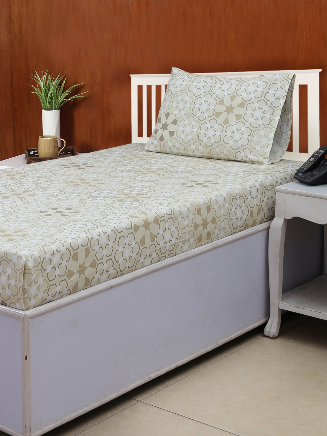 House This Beige Floral Flat 180 TC Cotton 1 Single Bedsheet with 1 Pillow Covers