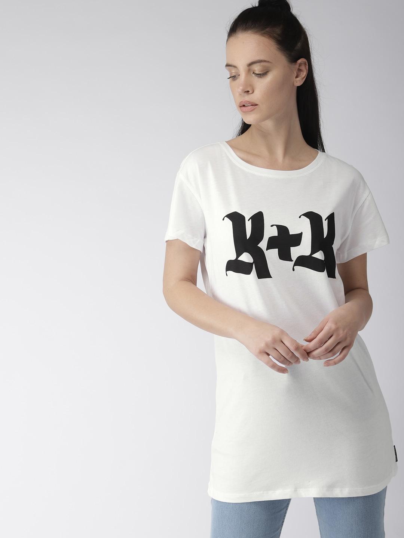 80b3cb31 Buy FOREVER 21 Women White & Black Printed Round Neck Longline T ...