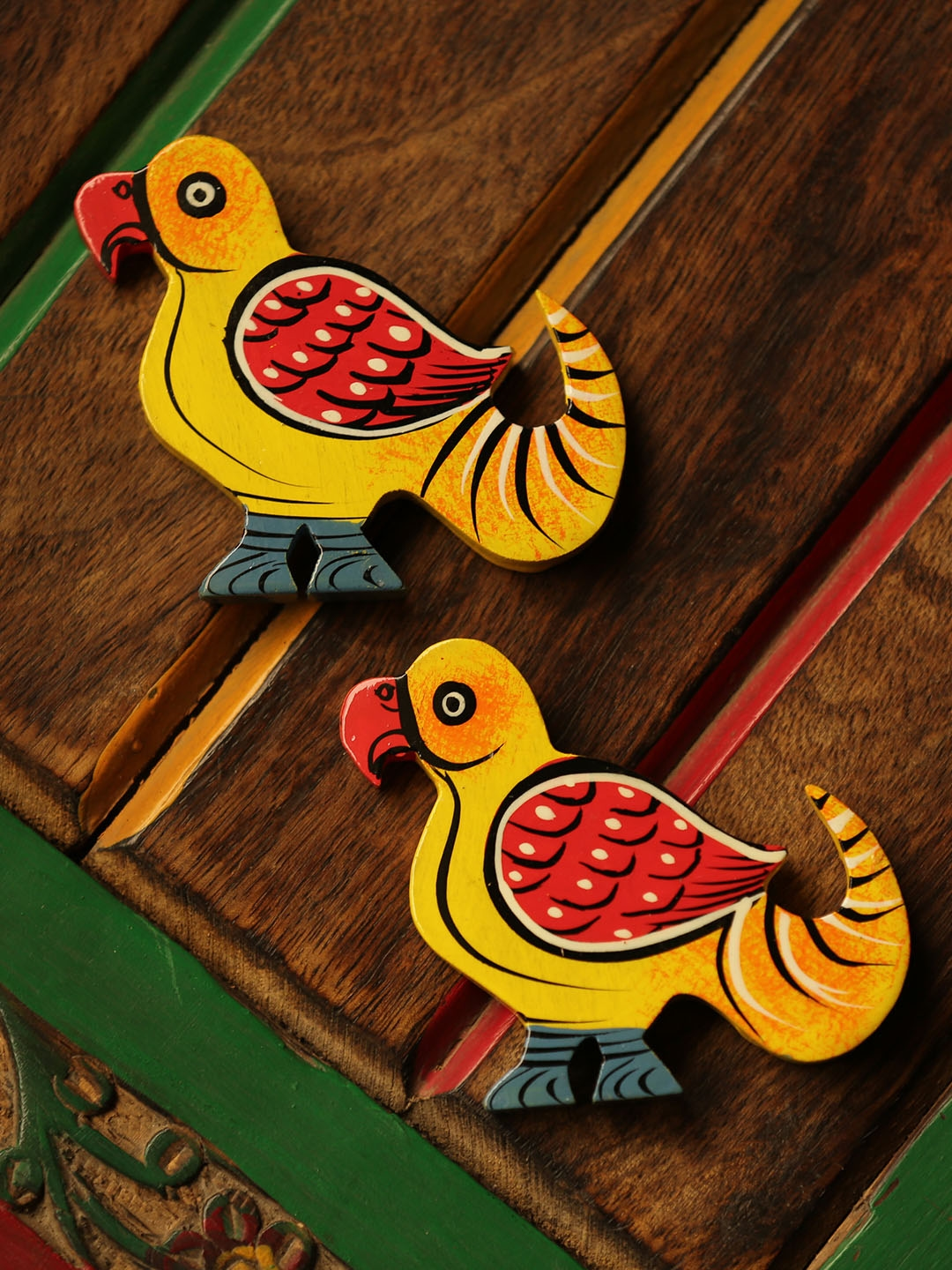 ExclusiveLane Yellow   Red Set of 2 Hand Painted The Sticky Parrots Fridge Magnets