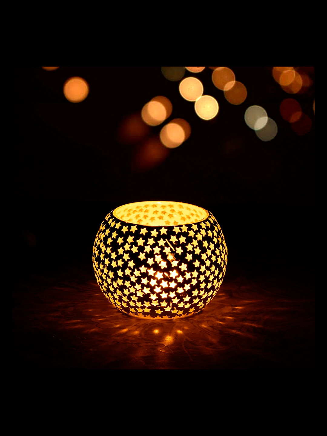 eCraftIndia White   Silver Toned Star Patterned Mosaic Glass Handcrafted Tea Light Holder