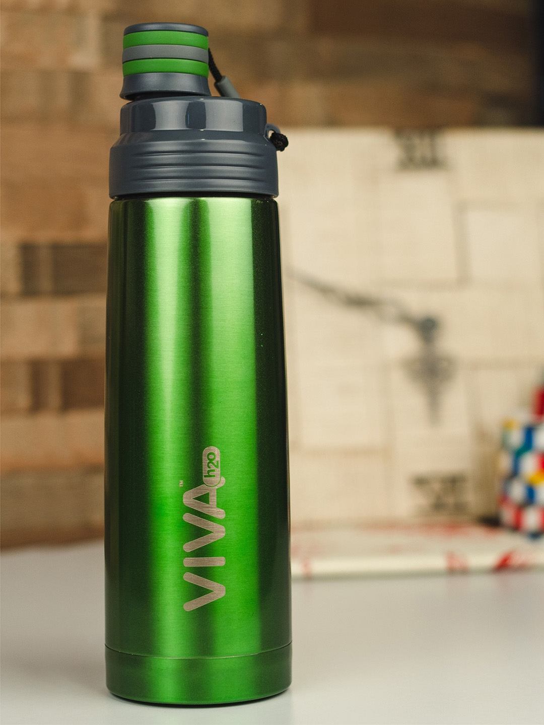 VIVA h2o Unisex Green Stainless Steel Vacuum Insulated Water Bottle 800 ml