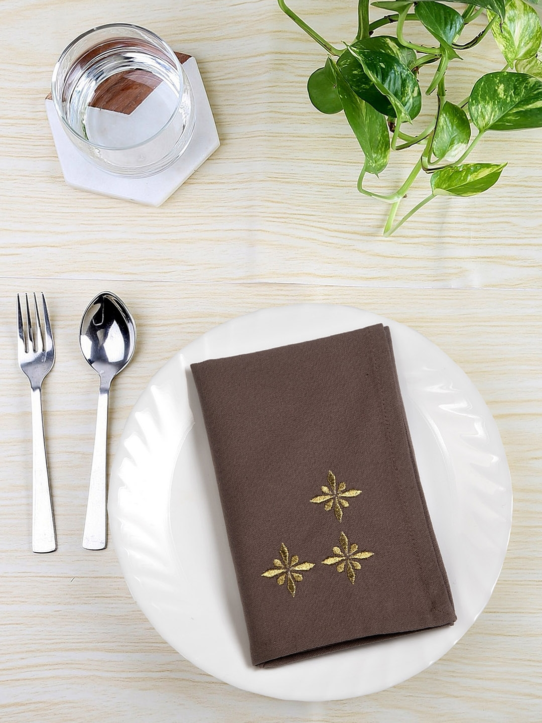 BLANC9 Set of 6 Taupe   Gold Colour Embroidered Table Napkins