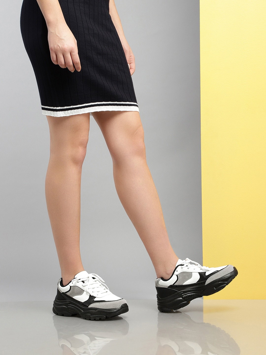 Girlistan - Wearing Sneakers With a Dress - What to Wear and What Not to Wear