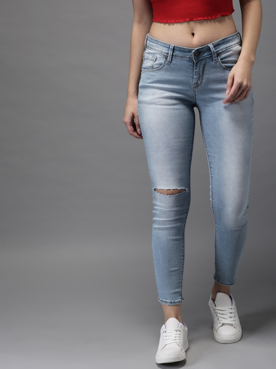 Women Blue Skinny Fit Mid-Rise Cropped Slash Knee Stretchable Jeans