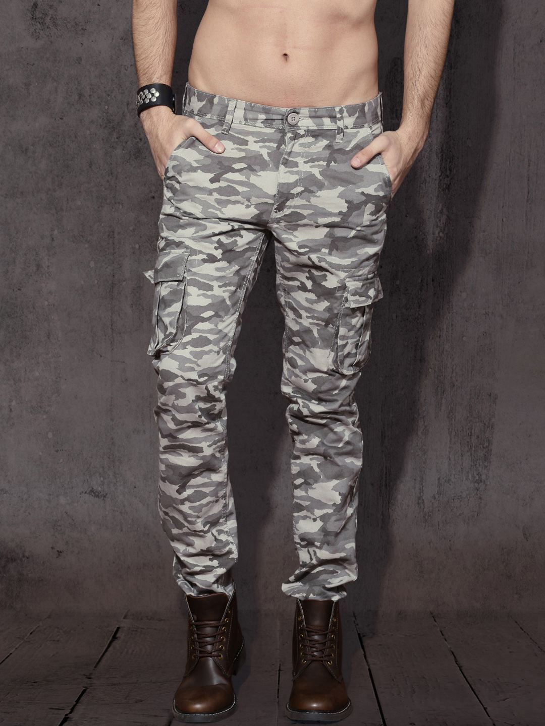 buy roadster men grey slim fit camouflage print cargos trousers