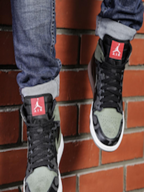 4a809c052889 Buy Nike Men Black Leather High Top AIR JORDAN 1 RETRO Basketball Shoes -  Sports Shoes for Men 1963160