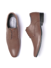 INVICTUS Men Brown Textured Derbys