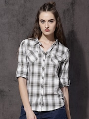 Roadster Women Off-White & Black Slim Fit Checked Casual Shirt