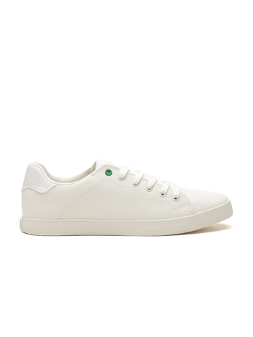 55366e0751d 40% OFF on United Colors of Benetton Men White Textured Sneakers on Myntra