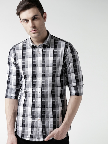 e31ee88ee04 30% OFF on Mast   Harbour Men Black   Off-White Slim Fit Checked Casual  Shirt on Myntra
