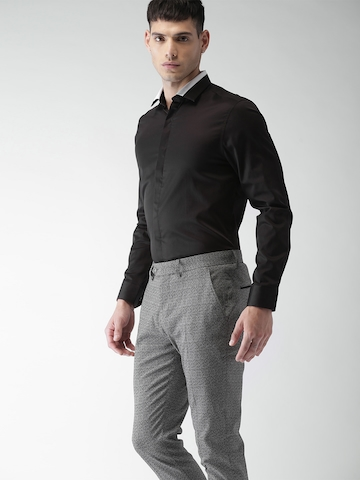 10df09ce2c 50% OFF on INVICTUS Men Black Slim Fit Solid Smart Casual Shirt on Myntra |  PaisaWapas.com