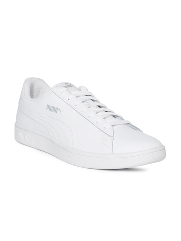 8defc4cf01ce27 40% OFF on Puma Men White Smash v2 Leather Sneakers on Myntra ...