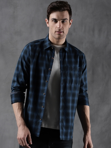 d5d8ea4e261 30% OFF on WROGN Men Blue   Black Slim Fit Checked Casual Shirt on Myntra