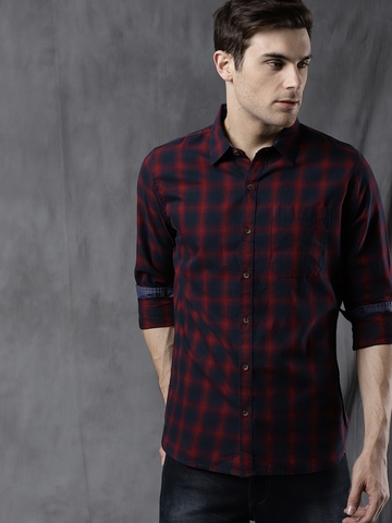 e2a684eccae 30% OFF on WROGN Men Navy Blue   Red Slim Fit Checked Casual Shirt on Myntra