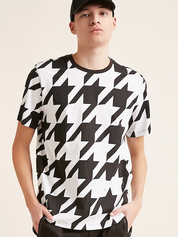 748719cff Buy FOREVER 21 Men White & Black Printed Round Neck T-shirt on Myntra |  PaisaWapas.com