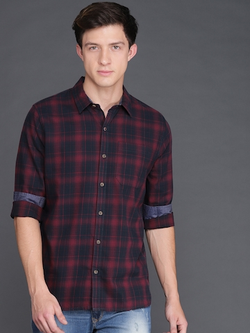 051dfe718b7 40% OFF on WROGN Men Maroon   Black Slim Fit Checked Casual Shirt on Myntra