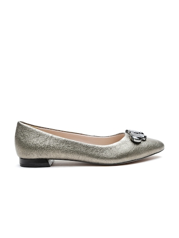 d6f16ec8f15 55% OFF on Clarks Women Gunmetal-Toned Shimmer Leather Ballerinas on Myntra
