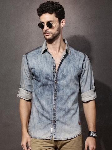 70bf9ef344e 30% OFF on Roadster Men Blue Regular Fit Acid Wash Denim Shirt on Myntra