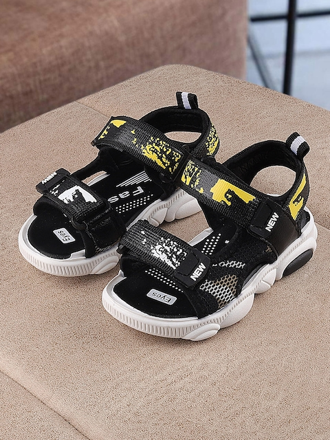 Walktrendy Kids Black & Yellow Printed Sports Sandals