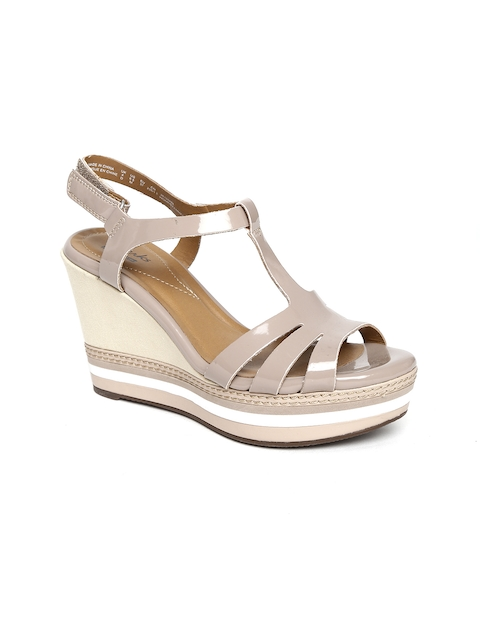 Clarks Women Nude-Coloured Glossy Wedges