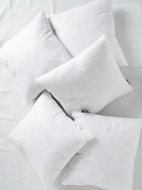 SWHF White Set of 5 Fibre 16'' x 16'' Square Cushions