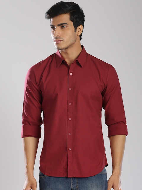 Levis Men Maroon Regular Fit Solid Casual Shirt