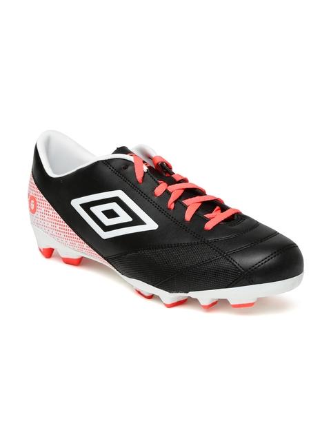 Umbro Men Black & White Printed Extremis 3 Football Shoes