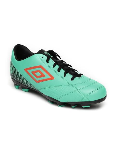 Umbro Men Green Soccer Shoes