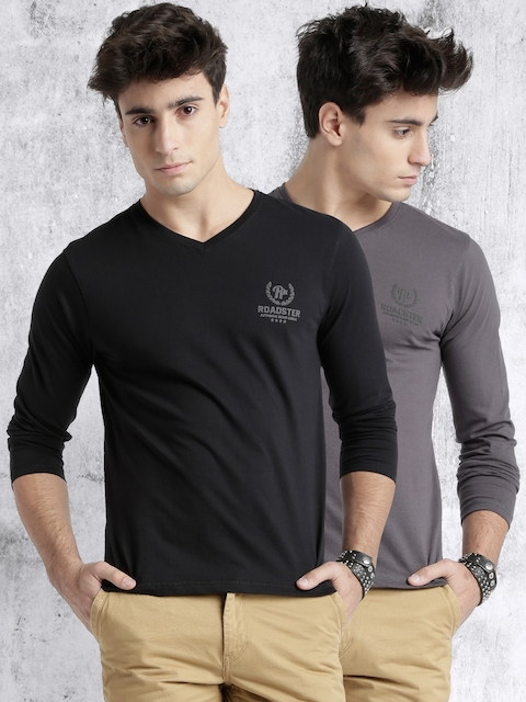 Roadster Pack of 2 Slim Fit V-Neck T-shirts