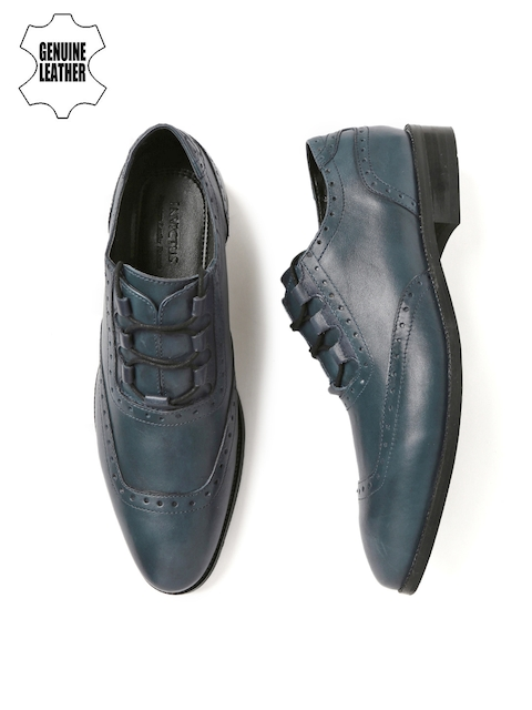 INVICTUS Men Navy Pointy-Toed Textured Leather Brogues