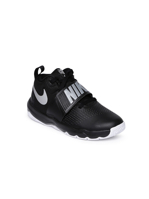 Nike Boys Black TEAM HUSTLE D 8 Basketball Shoes